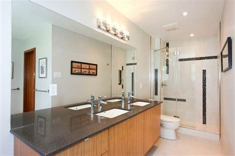Griffith Way Bathroom
