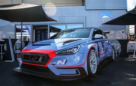 news hyundai shows  race spec   tcr  nurburgring
