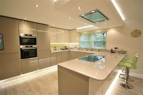 open plan kitchen diner peninsular separating the areas kitchen lighting can make all the