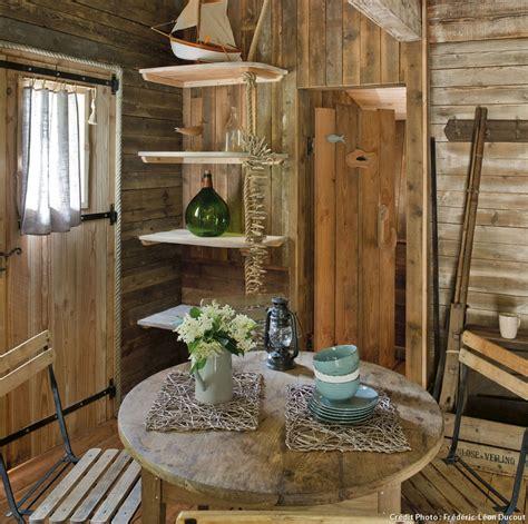 chambre scandinave cabanes cosy dans la forêt vosgienne maison créative