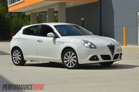 Alfa Romeo 2013 by 2013 Alfa Romeo Giulietta Jtdm Review