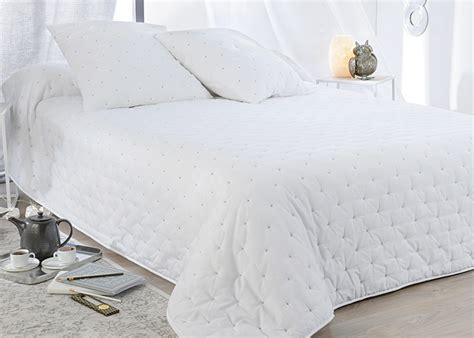 couvre lit boutis leonie  taies doreiller couvre lit blanc boutis haut de gamme