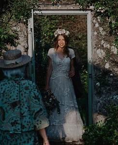 elle perd sa robe de mariee realisee par son arriere With elle perd sa robe