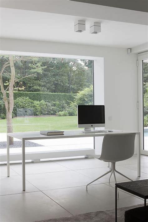 37 Stylish, Super Minimalist Home Office Designs - DigsDigs