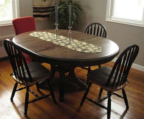 Dining Table With Banquette
