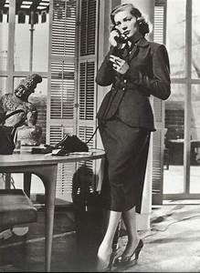 Mode Femme Année 50 : robe ann es 50 lauren bacall en dior comment pouser un millionaire 1953 mode ann e 50 ~ Farleysfitness.com Idées de Décoration