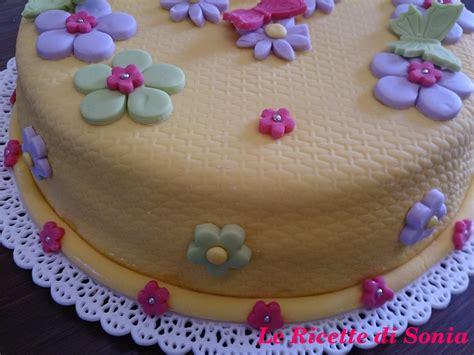 pasta per fiori torta fiori e farfalle in pasta di zucchero le ricette