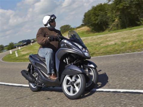 essai du scooter  trois roues yamaha  tricity largus
