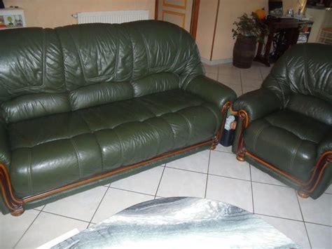 canape cuir vert canapé 3 places à cuir vert anglais avec clasf