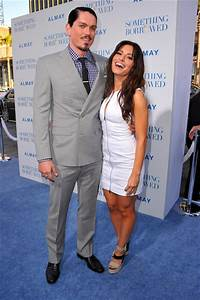 Sarah Shahi and Steve Howey Photos Photos - Premiere Of ...