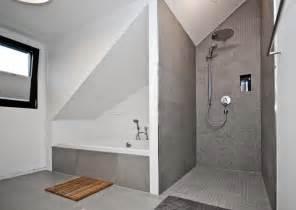 dekoration schlafzimmer dachschrge badewanne unter dachschrge duschen badezimmer hause dekoration ideen 7z3z8r1e5o