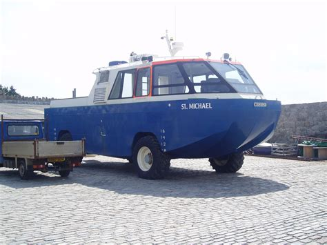 hibious rescue vehicle file amphibious rescue vehicle jpg