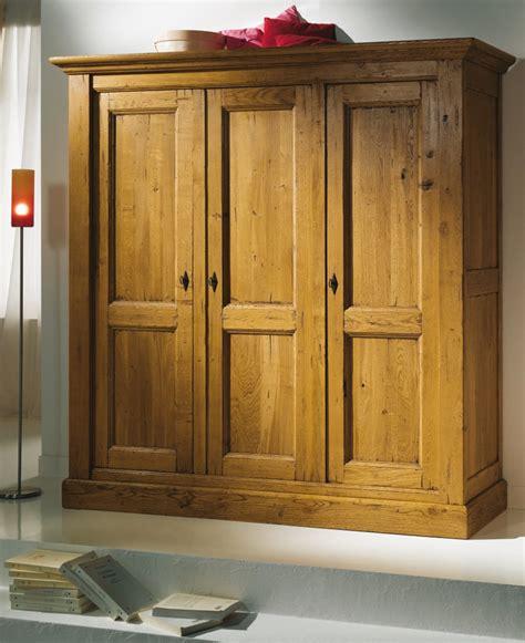 armoire chambre bois massif armoire de chambre bois massif