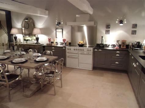 cuisine ouverte en l cuisine ouverte comment l aménager le décoration de crédence inox
