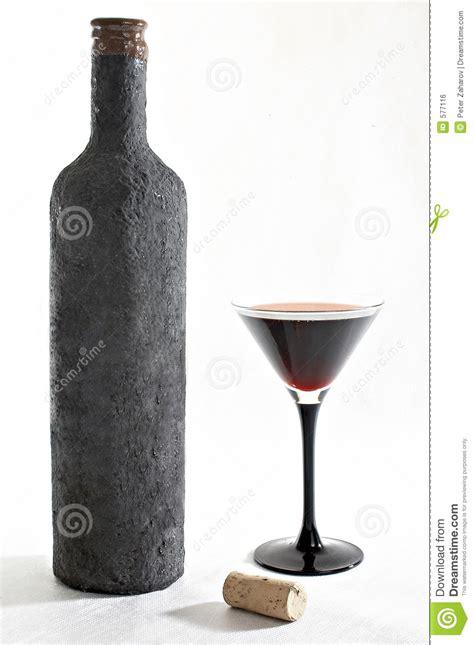 Becher Weiß by Alte Flasche Wein Mit Einem Vollen Becher Wein Und Korken