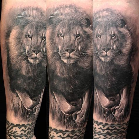 lion blumen king lion tattoo realistic tattoos pinterest lion