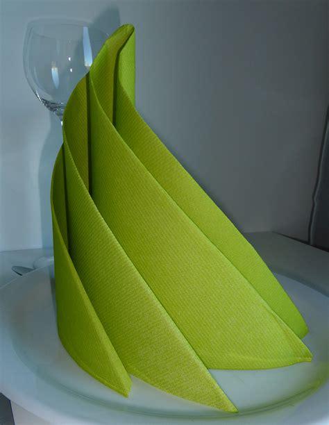 pliage serviette sapin de noel pliage de serviette de table en forme de spirale ou de sapin de no 235 l moderne r 233 aliser une