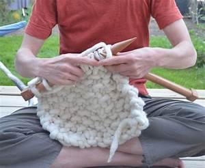 Tricoter Un Plaid En Grosse Laine : comment tricoter un coussin rond ~ Melissatoandfro.com Idées de Décoration