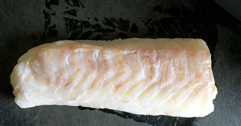 cuisiner un filet de cabillaud dos de cabillaud au four recette dos de cabillaud au