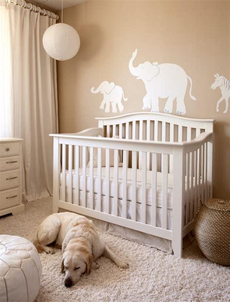 chambre bebe beige décoration chambre bébé en 30 idées créatives pour les murs