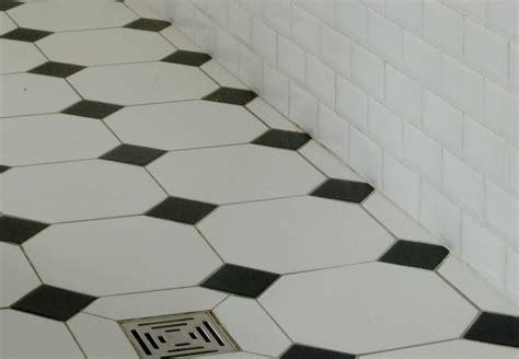 formidable carrelage damier noir et blanc salle de bain 8