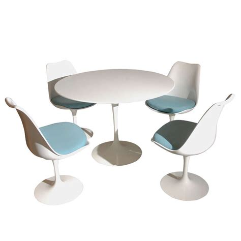 saarinen table and set of 4 chairs at 1stdibs