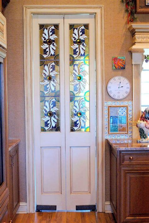 stained glass doors   between kitchen and mud/laundry room