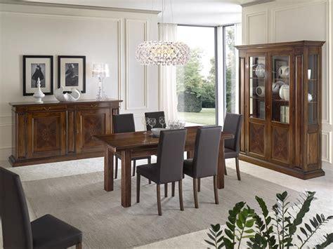 salotto sala da pranzo sala da pranzo con mobili intarsiati in noce con tavolo
