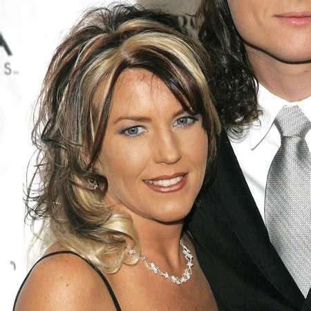 blake shelton wife age kaynette williams bio age bio wedding dress husband