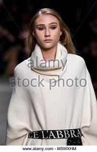 Mailand Im Winter : mailand italien 24 feb 2018 mailand woman 39 s fashion week herbst winter 2019 milano moda ~ Frokenaadalensverden.com Haus und Dekorationen
