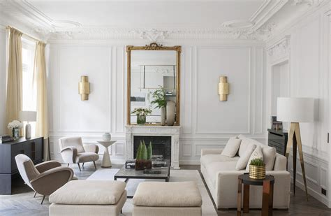 homes   wainscoted walls  achieve  classical