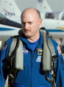 Astronaut Mark Kelly Divorce - Pics about space