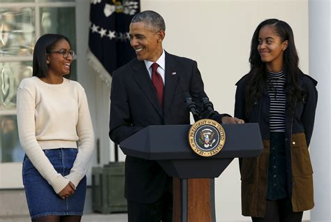 malia  sasha obama bring simple style  thanksgiving