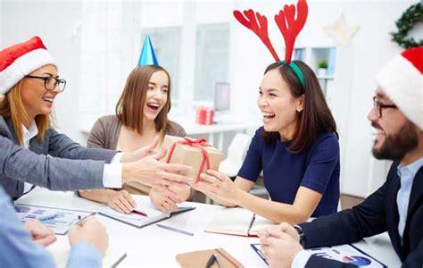 collegue de bureau un français sur 4 compte offrir un présent à un collègue