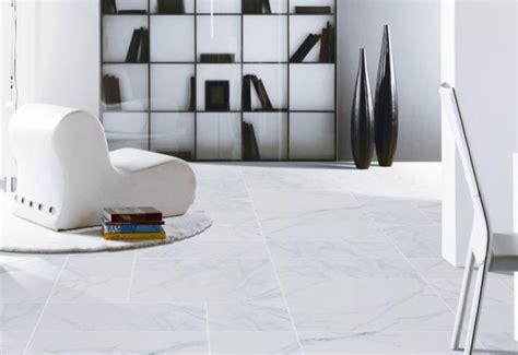 กระเบื้องหินอ่อนลายลื่นดูกระเบื้องพอร์ซเลนเคลือบ Carrara เคลือบกระเบื้องปูพื้นในร่ม