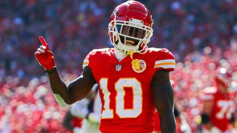 chiefs reportedly  talks  tyreek hill   record