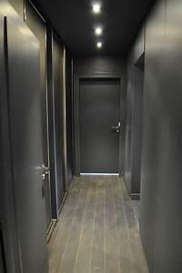 Deco Couloir Blanc : une d co en gris blanc et framboise par aur lie hemar ~ Zukunftsfamilie.com Idées de Décoration