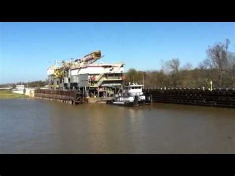 Tow Boat Sinks On Ohio River by Inland Barge Rig Doovi