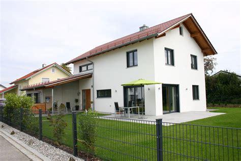 satteldach haus modern einfamilienhaus satteldach garage suche house einfamilienhaus haus och traumhaus