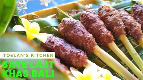 Untuk sate lilit sendiri merupakan masakan atau kuliner khas bali yang dapat di buat dari beberapa bahan utama sesuai selera. Resep Sate Lilit Khas Bali | Balinese Satay Lilit Recipe - YouTube