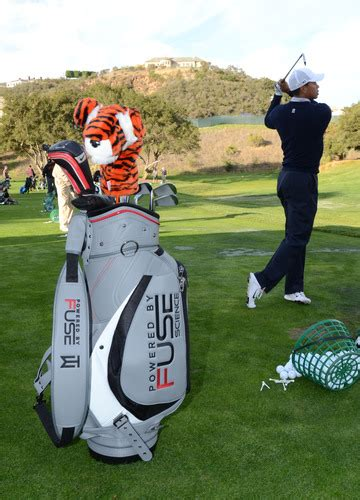 Tiger Woods Features FUSE Science on Golf Bag!