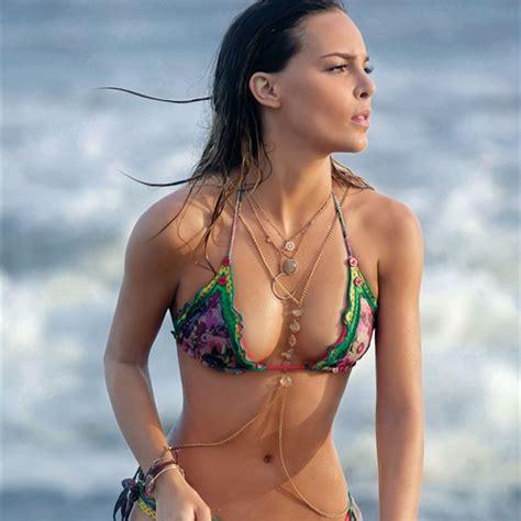 hafsia herzi bikini las cantantes latinas m 225 s sexis actualidad los40 costa