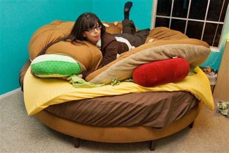 burger bed mmmm delicious sleep the hamburger bed geekologie