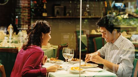 How to Eat Food on a Date | GQ