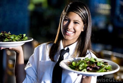 what does a waitress do with pictures