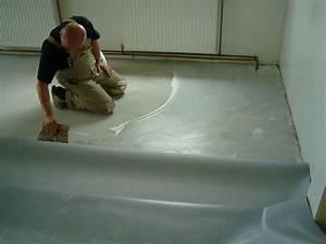 pvc boden kleben hause deko ideen With balkon teppich mit schimmelspray auf tapete