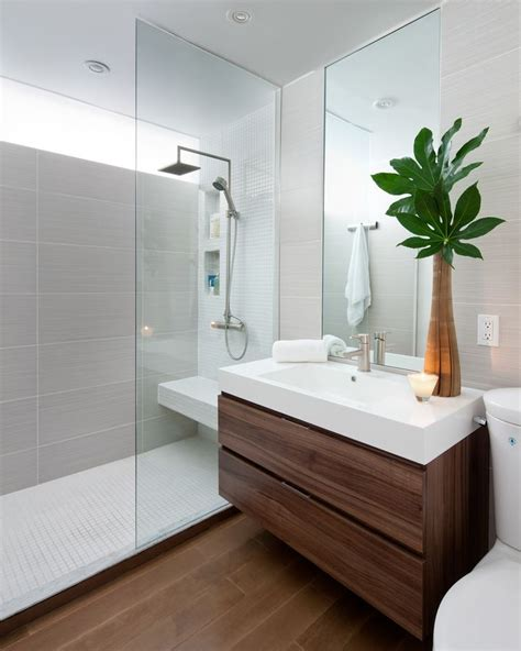 Modern Small Bathroom Renovations by The 25 Best Small Bathrooms Ideas On Small
