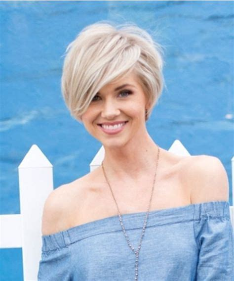 Hot short Layered Hairstyles for Women with Side Swept