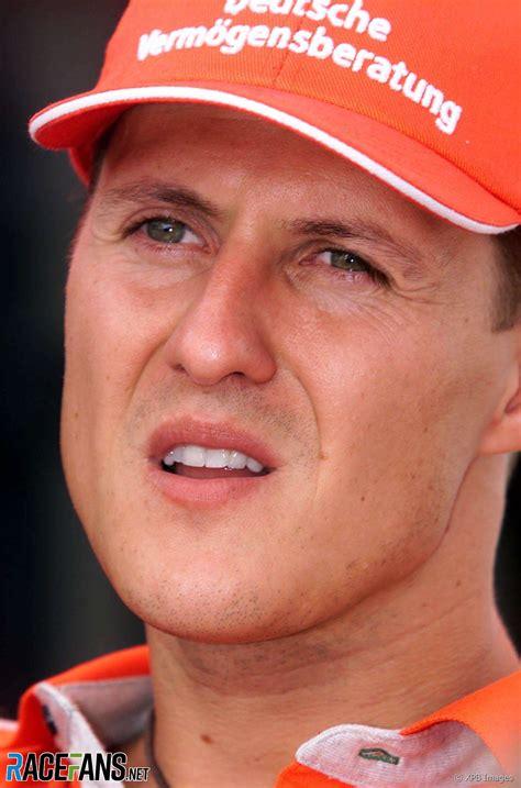 Documentary on the life of seven time formula 1 world champion driver michael schumacher. Michael Schumacher am Freitag im Fahrerlager zum Formel 1 Grand Prix von Malaysia · RaceFans