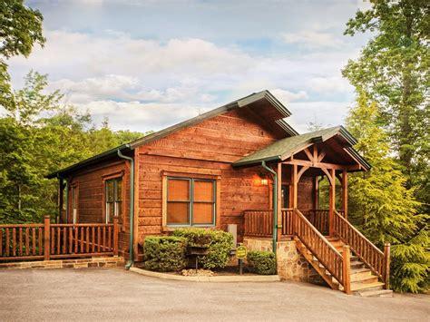 luxury cabins in luxury 2 story 1 bedroom cabin in gatlinburg falls resort